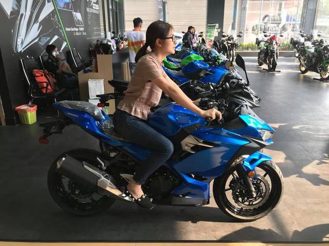 Vân Trang đãmua 1 chiếc motor
