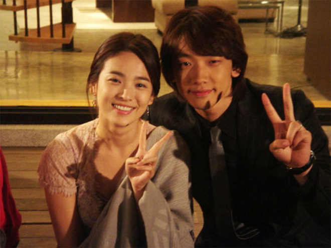 Song Hye Kyo: Ngọc nữ mệnh khổ nhất showbiz Hàn, yêu hết mình nhưng chỉ nhận về trái đắng  - Ảnh 11