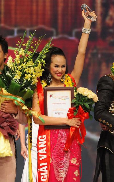 Phương Mai dành danh hiệu Giải vàng Siêu Mẫu Việt Nam năm 2012