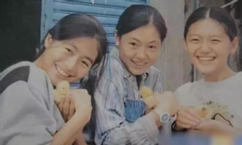 Từ Hy Viên là con thứ 2 trong gia đình