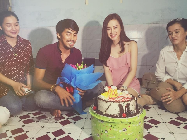 Angela Phương Trinh đón sinh nhật cùng gia đình Duy Nhân