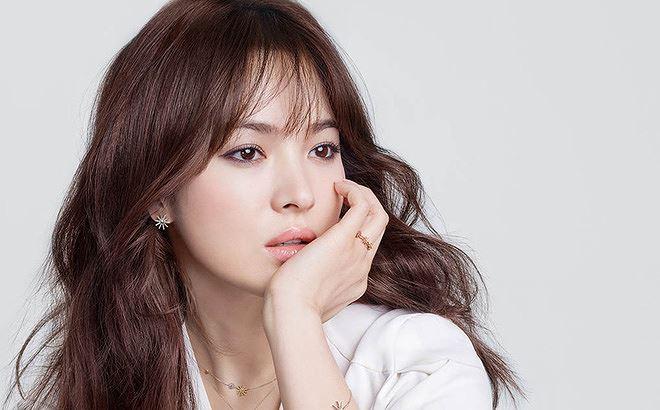 Song Hye Kyo chỉ thừa nhận có mối quan hệ tình cảm với hai người đàn ông trước Song Joong Ki