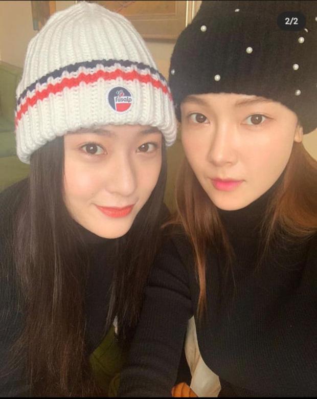 Ảnh selfie khoe nhan sắc cực sang chảnh của cặp chị em cực phẩm Kpop Jessica - Krystal gây sốt - Ảnh 1