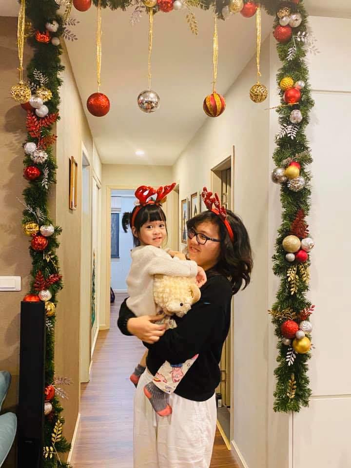 MC Diễm Quỳnh 'sốc' khi con gái học lớp 7 không biết gọt táo, bà mẹ bắt đầu hành động - Ảnh 1