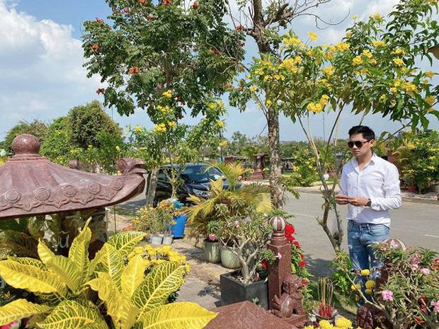 Minh Luân cùng NSND Hồng Vân đến viếng mộ cố nghệ sĩ Anh Vũ vào mùng 5 Tết, tình nghệ sĩ khiến khán giả ấm lòng - Ảnh 3