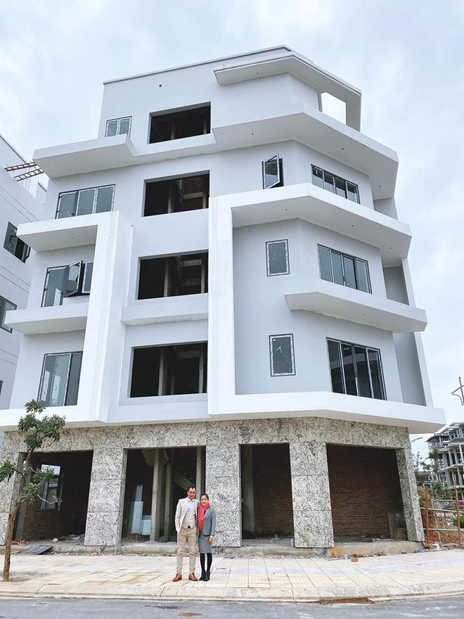 Sao Việt mua nhà, xe hơi tiền tỷ tặng cha mẹ - Ảnh 2