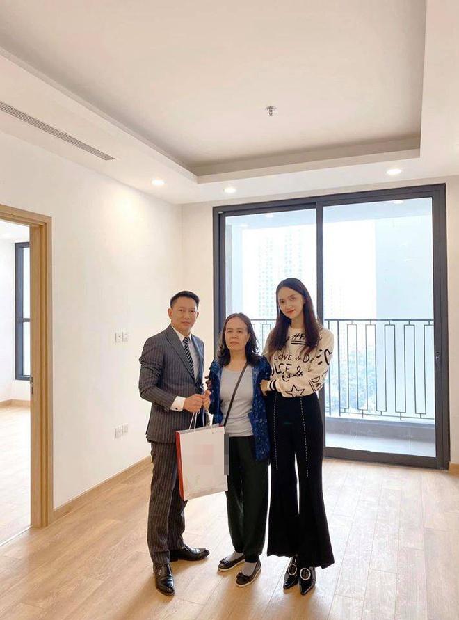 Sao Việt mua nhà, xe hơi tiền tỷ tặng cha mẹ - Ảnh 4