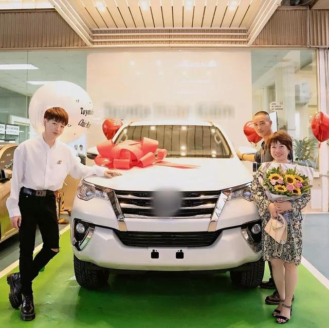 Sao Việt mua nhà, xe hơi tiền tỷ tặng cha mẹ - Ảnh 7