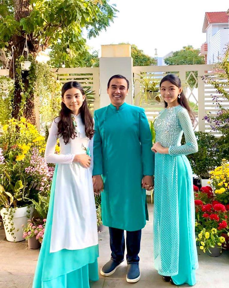 Vợ Quyền Linh khoe ảnh của 2 con gái sau 7 năm: Xinh xuất sắc, dáng đứng như hoa hậu! - Ảnh 2