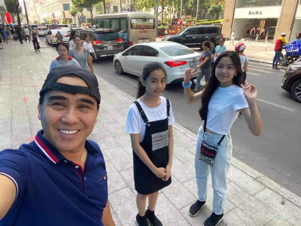 Vợ Quyền Linh khoe ảnh của 2 con gái sau 7 năm: Xinh xuất sắc, dáng đứng như hoa hậu! - Ảnh 3