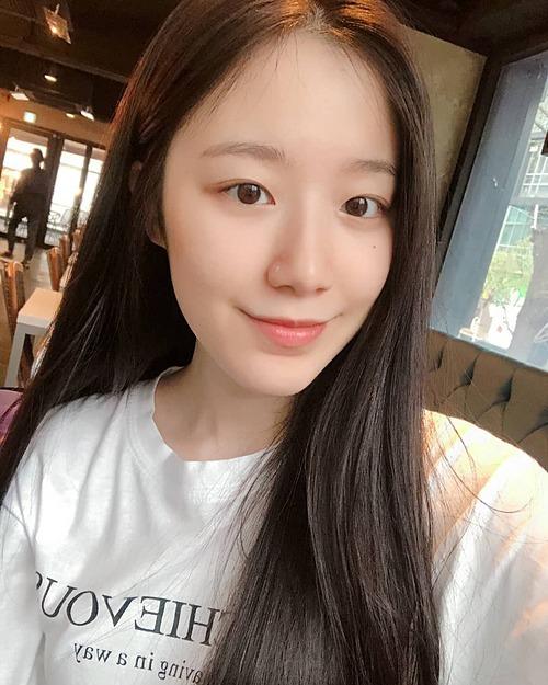 3 idol chăm khoe mặt mộc 'đẹp không cần son phấn' - Ảnh 1