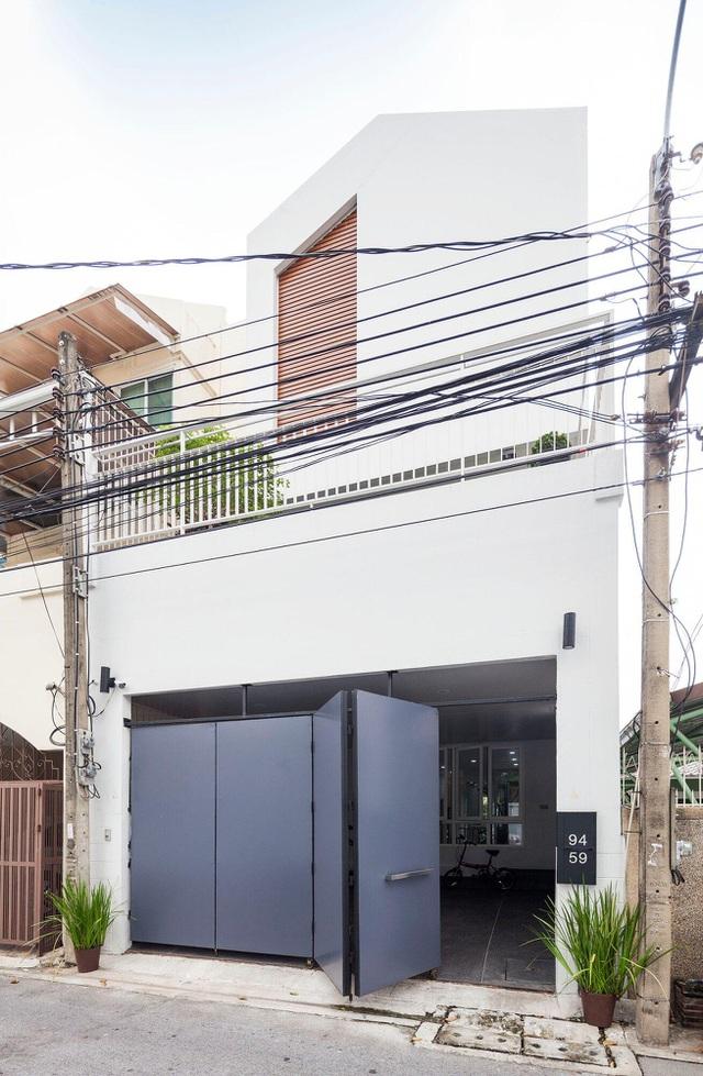 """Choáng ngợp ngôi nhà 300m2 với khu vườn bonsai toàn cây """"khủng"""" - Ảnh 1"""