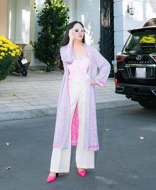 Những bộ đồ trùng hợp của cặp bạn thân Ngọc Trinh - Phượng Chanel - Ảnh 2