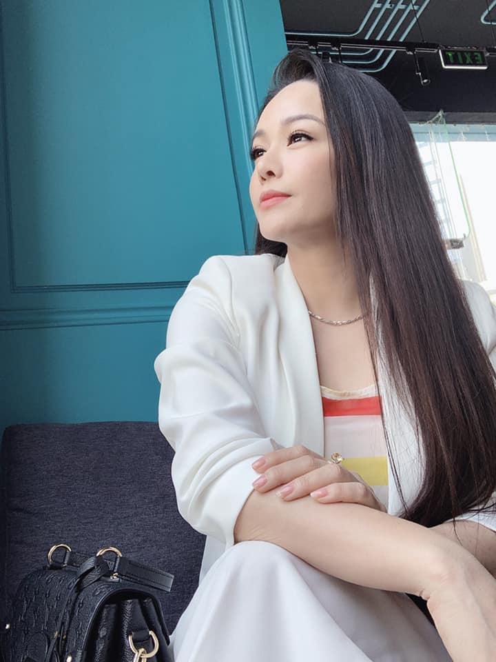 Tiều tụy vì nhập viện cấp cứu, Nhật Kim Anh vẫn gây sốt bởi mặt mộc đẹp không tì vết - Ảnh 7