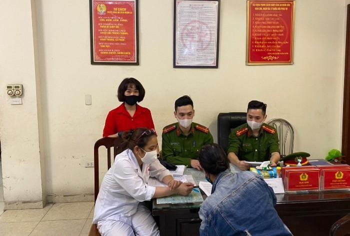 Trường hợp đầu tiên tại Hà Nội bị phạt vì không đeo khẩu trang - Ảnh 1