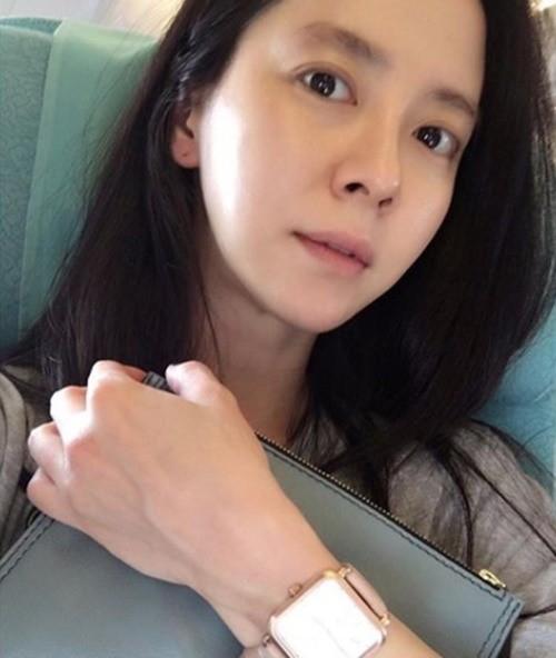 Để mặt mộc vẫn nổi bần bật, 'mợ ngố' Song Ji Hyo khẳng định đẳng cấp đẹp tự nhiên - Ảnh 1