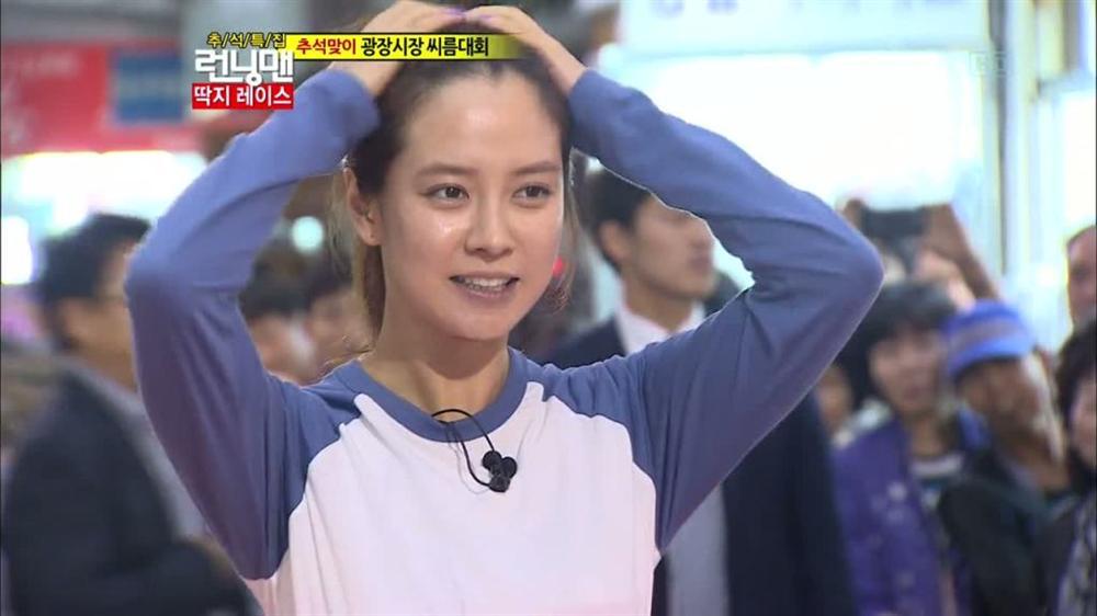 Để mặt mộc vẫn nổi bần bật, 'mợ ngố' Song Ji Hyo khẳng định đẳng cấp đẹp tự nhiên - Ảnh 10