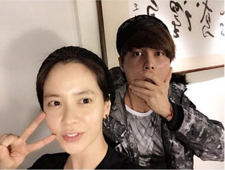 Để mặt mộc vẫn nổi bần bật, 'mợ ngố' Song Ji Hyo khẳng định đẳng cấp đẹp tự nhiên - Ảnh 11