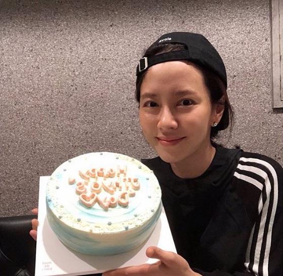 Để mặt mộc vẫn nổi bần bật, 'mợ ngố' Song Ji Hyo khẳng định đẳng cấp đẹp tự nhiên - Ảnh 12