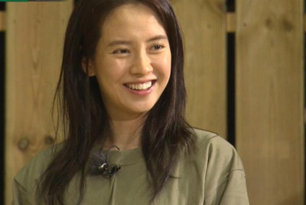 Để mặt mộc vẫn nổi bần bật, 'mợ ngố' Song Ji Hyo khẳng định đẳng cấp đẹp tự nhiên - Ảnh 13