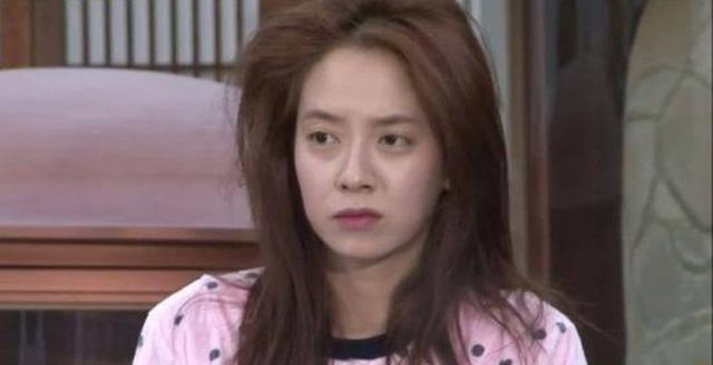 Để mặt mộc vẫn nổi bần bật, 'mợ ngố' Song Ji Hyo khẳng định đẳng cấp đẹp tự nhiên - Ảnh 3