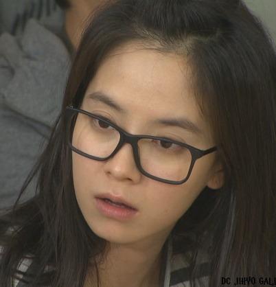 Để mặt mộc vẫn nổi bần bật, 'mợ ngố' Song Ji Hyo khẳng định đẳng cấp đẹp tự nhiên - Ảnh 4