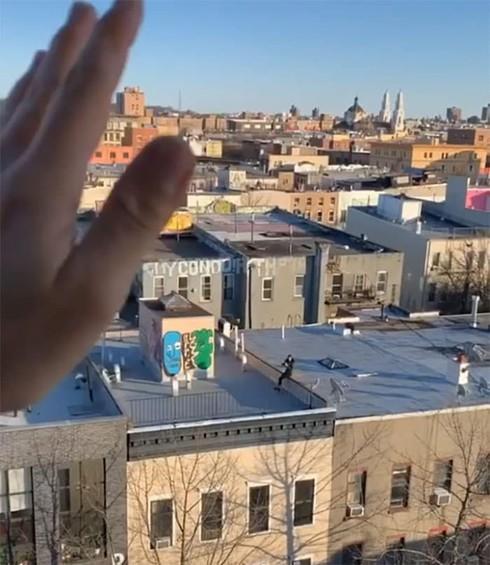 Ở nhà tránh dịch, thanh niên FA cưa đổ cô gái tòa nhà kế bên bằng fly-cam - Ảnh 3
