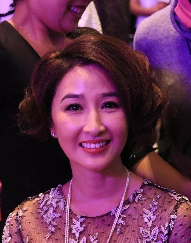 Nhìn lại nhan sắc những nữ thần phim TVB khiến nhiều người say đắm thập niên 90 - Ảnh 10