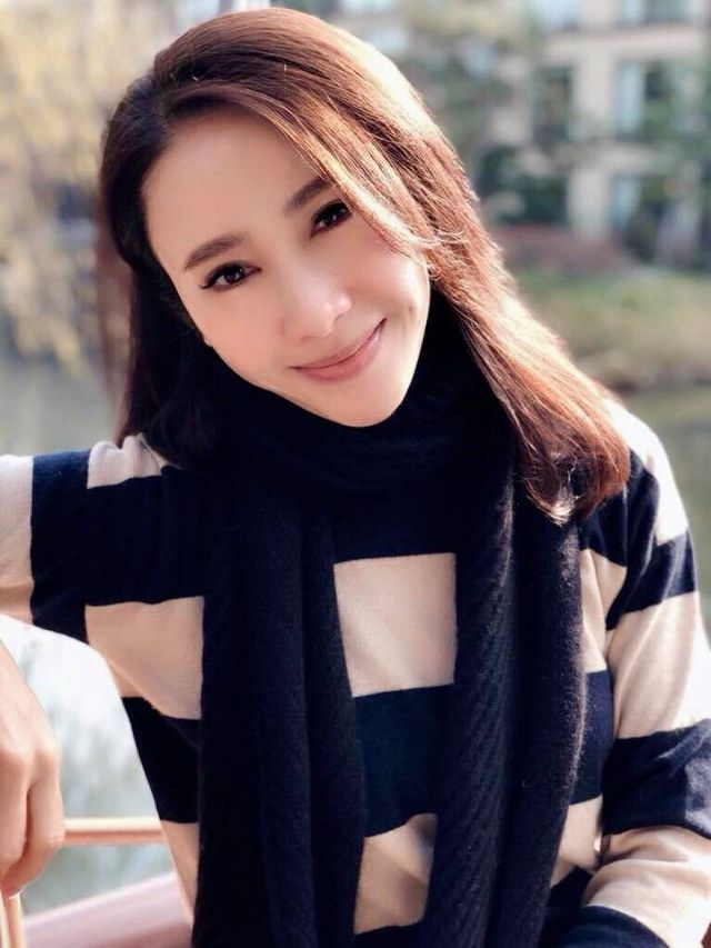 Nhìn lại nhan sắc những nữ thần phim TVB khiến nhiều người say đắm thập niên 90 - Ảnh 6