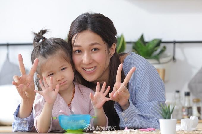 Nhìn lại nhan sắc những nữ thần phim TVB khiến nhiều người say đắm thập niên 90 - Ảnh 8