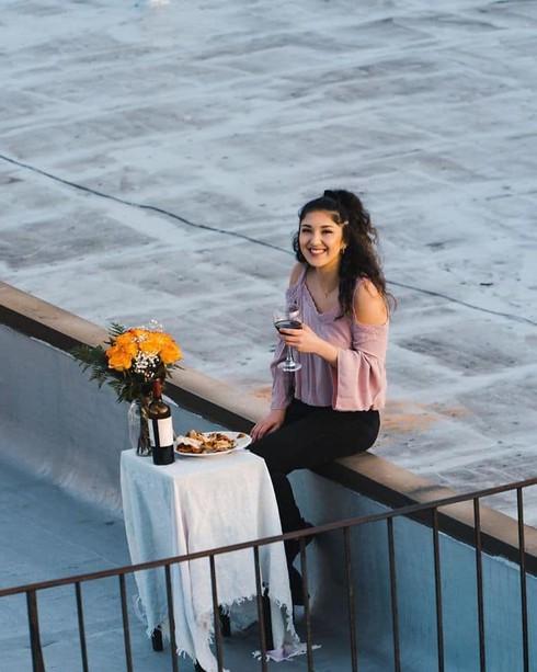 Ở nhà tránh dịch, thanh niên FA cưa đổ cô gái tòa nhà kế bên bằng fly-cam - Ảnh 12
