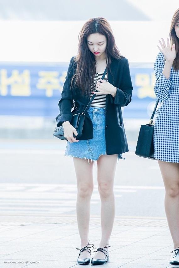 Phong cách thời trang chuẩn 'sinh viên đại học' của Na Yeon (Twice) - Ảnh 1