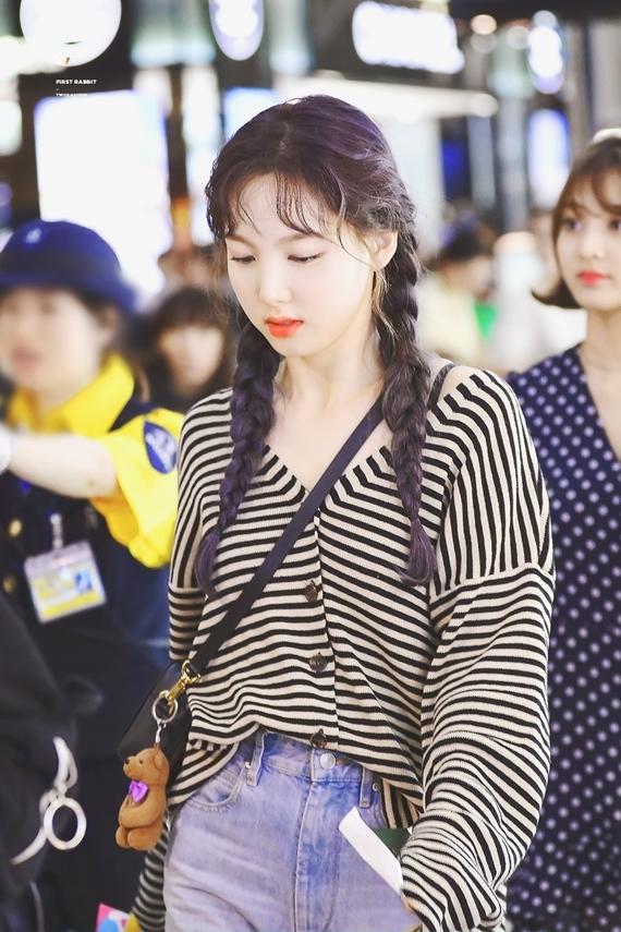 Phong cách thời trang chuẩn 'sinh viên đại học' của Na Yeon (Twice) - Ảnh 10