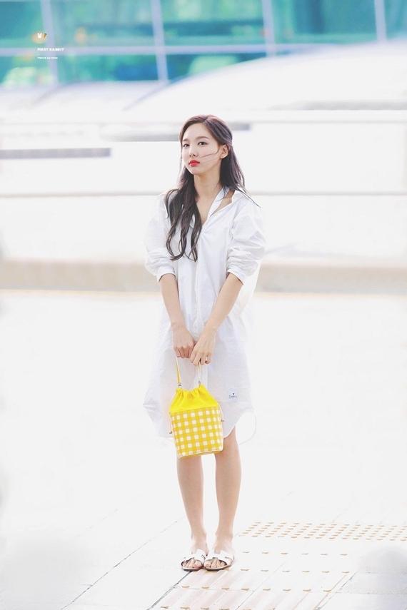 Phong cách thời trang chuẩn 'sinh viên đại học' của Na Yeon (Twice) - Ảnh 12