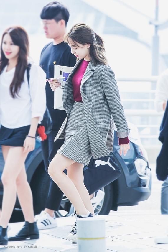 Phong cách thời trang chuẩn 'sinh viên đại học' của Na Yeon (Twice) - Ảnh 13