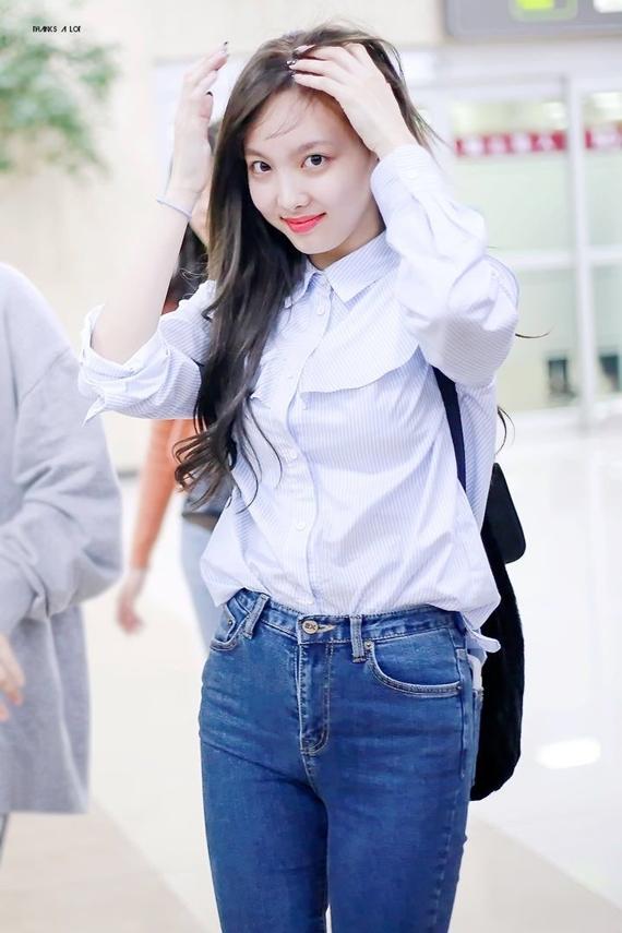 Phong cách thời trang chuẩn 'sinh viên đại học' của Na Yeon (Twice) - Ảnh 14
