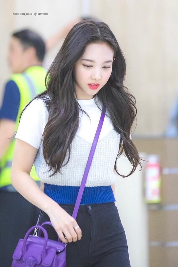 Phong cách thời trang chuẩn 'sinh viên đại học' của Na Yeon (Twice) - Ảnh 15