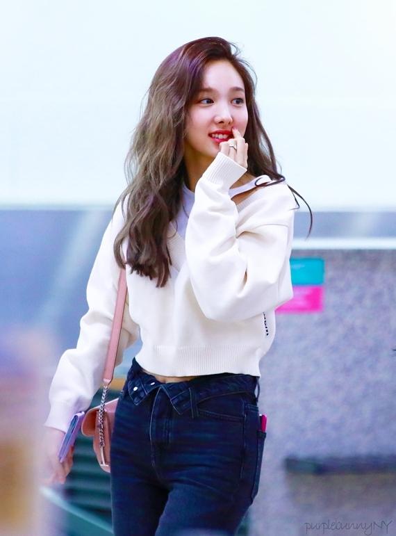 Phong cách thời trang chuẩn 'sinh viên đại học' của Na Yeon (Twice) - Ảnh 16