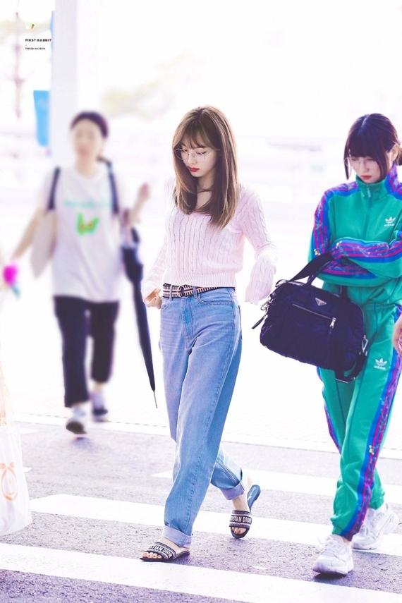 Phong cách thời trang chuẩn 'sinh viên đại học' của Na Yeon (Twice) - Ảnh 2