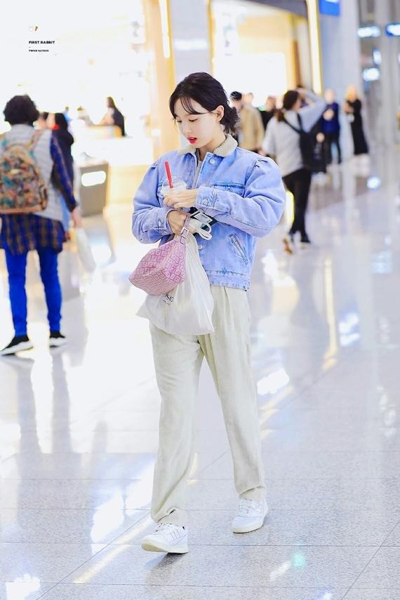 Phong cách thời trang chuẩn 'sinh viên đại học' của Na Yeon (Twice) - Ảnh 3