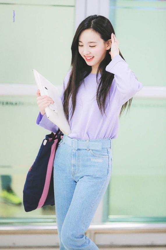 Phong cách thời trang chuẩn 'sinh viên đại học' của Na Yeon (Twice) - Ảnh 4