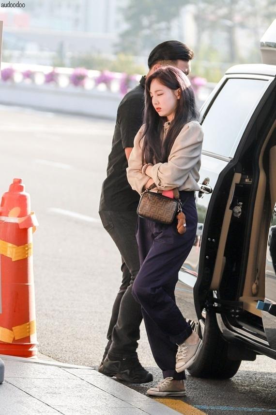 Phong cách thời trang chuẩn 'sinh viên đại học' của Na Yeon (Twice) - Ảnh 5