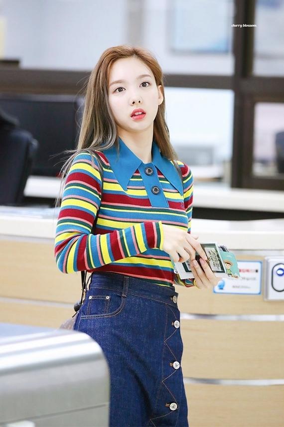 Phong cách thời trang chuẩn 'sinh viên đại học' của Na Yeon (Twice) - Ảnh 6