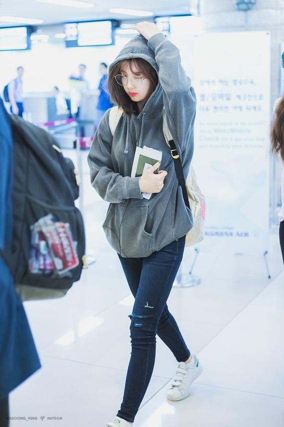 Phong cách thời trang chuẩn 'sinh viên đại học' của Na Yeon (Twice) - Ảnh 9