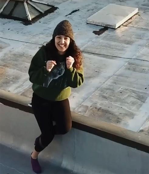 Ở nhà tránh dịch, thanh niên FA cưa đổ cô gái tòa nhà kế bên bằng fly-cam - Ảnh 7