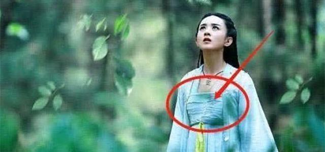 Những 'hạt sạn' to đùng trong phim cổ trang Hoa ngữ: Phim của Tiêu Chiến, Vương Nhất Bác lộ lỗi ngớ ngẩn, cẩu thả - Ảnh 1