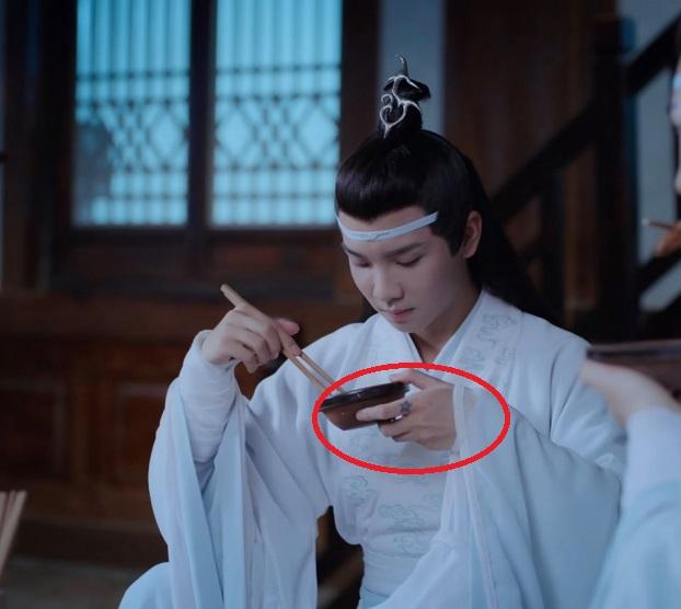 Những 'hạt sạn' to đùng trong phim cổ trang Hoa ngữ: Phim của Tiêu Chiến, Vương Nhất Bác lộ lỗi ngớ ngẩn, cẩu thả - Ảnh 7