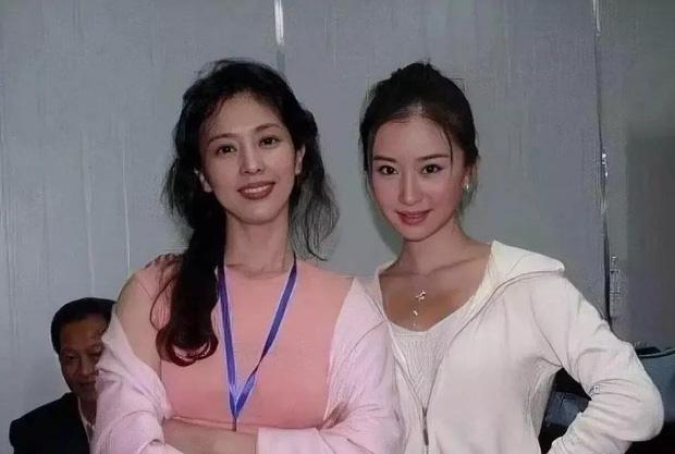 Giữa những tranh cãi về nhan sắc của con gái, hình ảnh mẹ Lưu Diệc Phi bất ngờ được 'đào mộ' khiến dân mạng trầm trồ - Ảnh 5