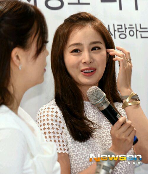 Thời gian gần đây Kim Tae Hee thường xuyên lộ ảnh với làn da nhăn nheo, xuống cấp
