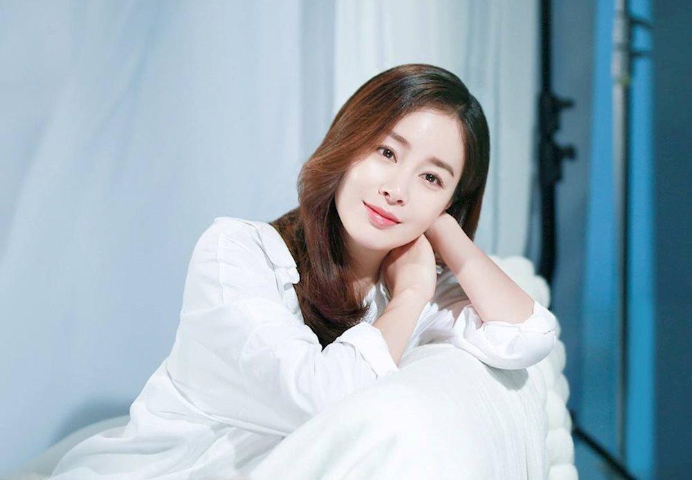 Trước đó Kim Tae Hee được mệnh danh là nữ hoàng quảng cáo khi hàng loạt các hãng mỹ phẩm đều muốn mời cô hợp tác